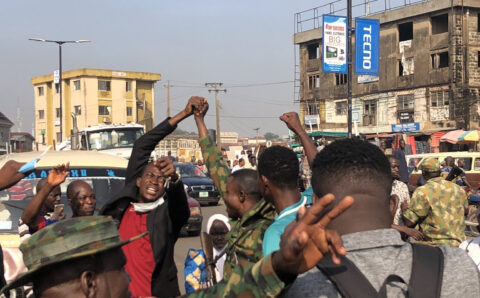 Nigerian Soldiers joins with #EndSARS protesters in Ibadan (photos)